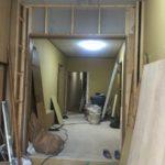 寝屋川市でドアを引き戸に変更する工事を行いました。